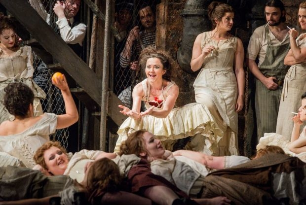 Stéphanie d'Oustrac (Carmen) and the cigarette workers in Carmen (Glyndebourne)