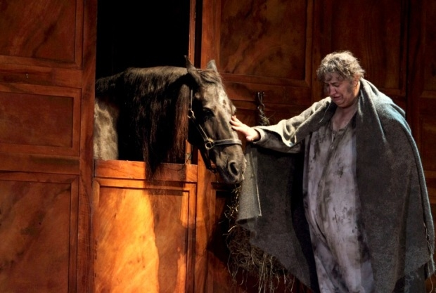 Louis the horse with Ambrogio Maestri as Falstaff (ROH)