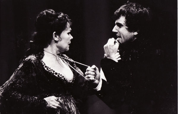 Judi Dench (Gertrude) and Daniel Day-Lewis (Hamlet) in Richard Eyre's production