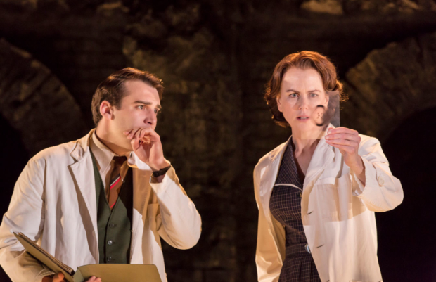 Joshua Silver (Ray Gosling) and Nicole Kidman (Rosalind Franklin) in Photograph 51