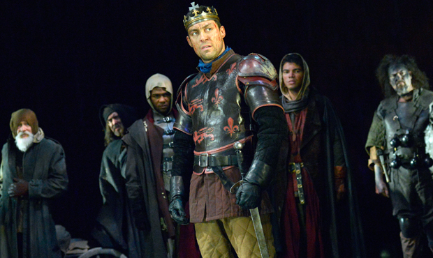 Alex Hassell (Henry V) and cast