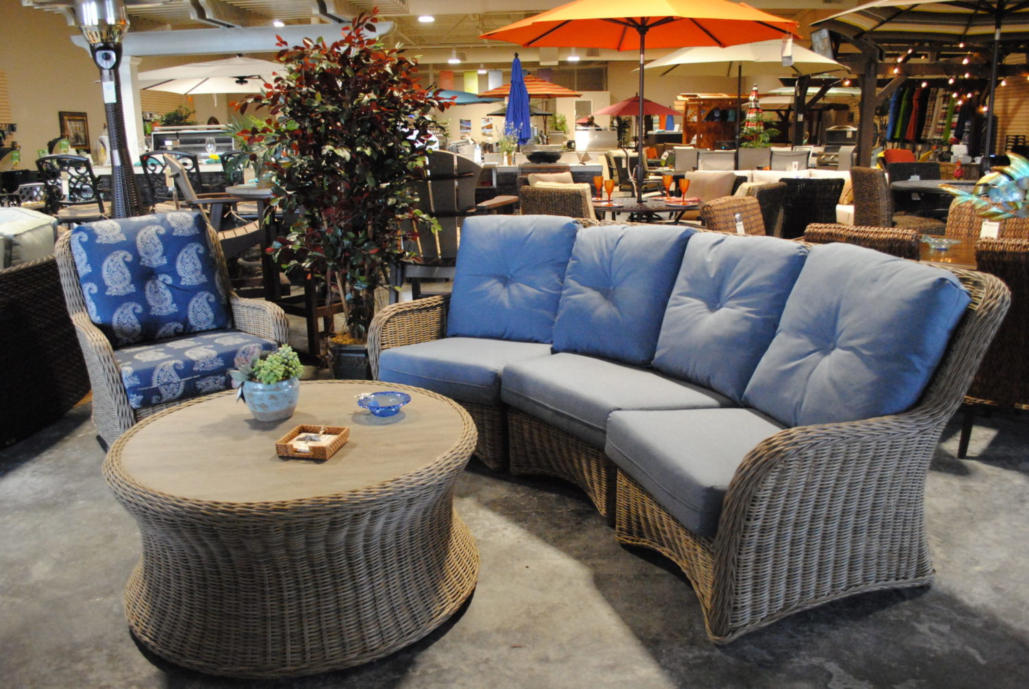 2017 decor arriving now brentwood outdoor living for Furniture 94513