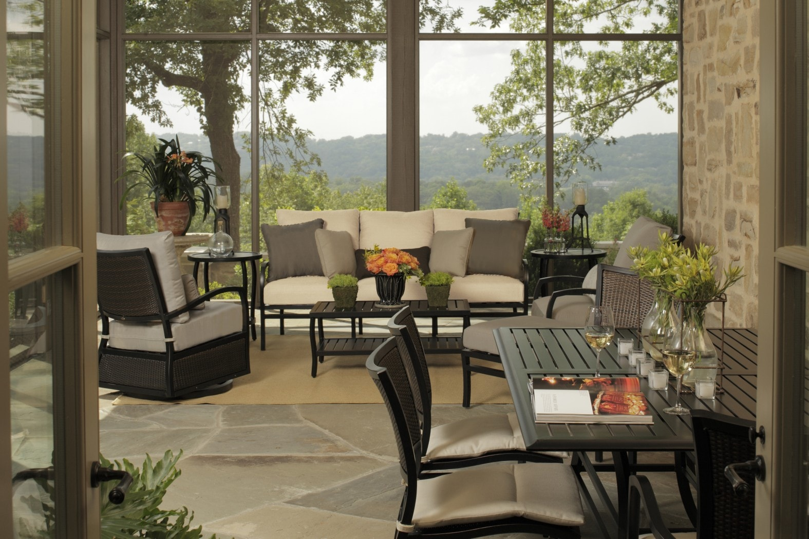 Summer Classics Aire Collection with Cort Table
