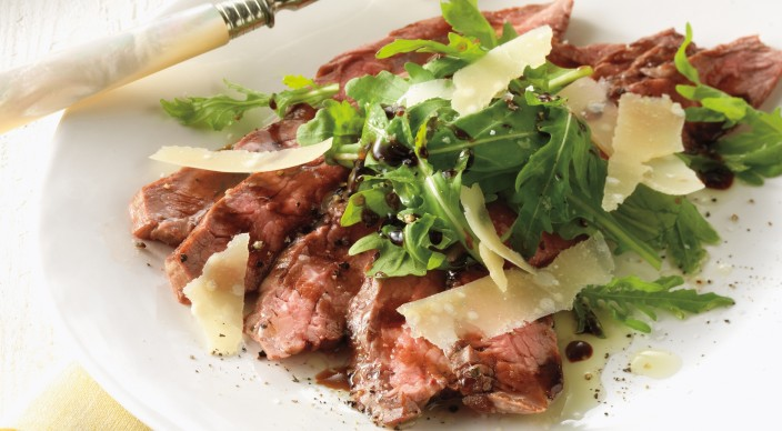 Tagliata of Glank Steak with Arugula and Shaved Parmesan – Weber
