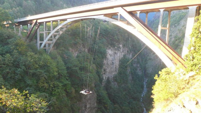 hot-tub-suspended-off-bridge
