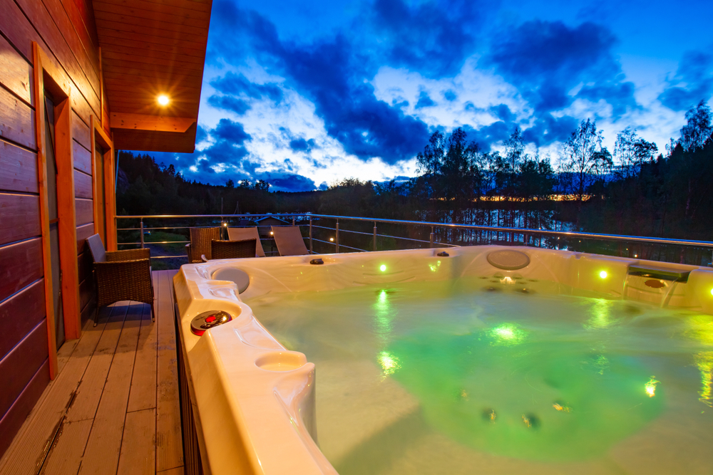 How to Enjoy Your Hot Tub On Hot Days