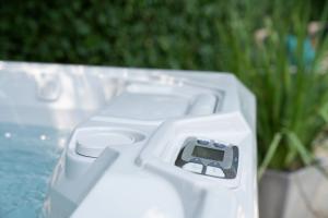 hot tub controls ideal hot tub temperature