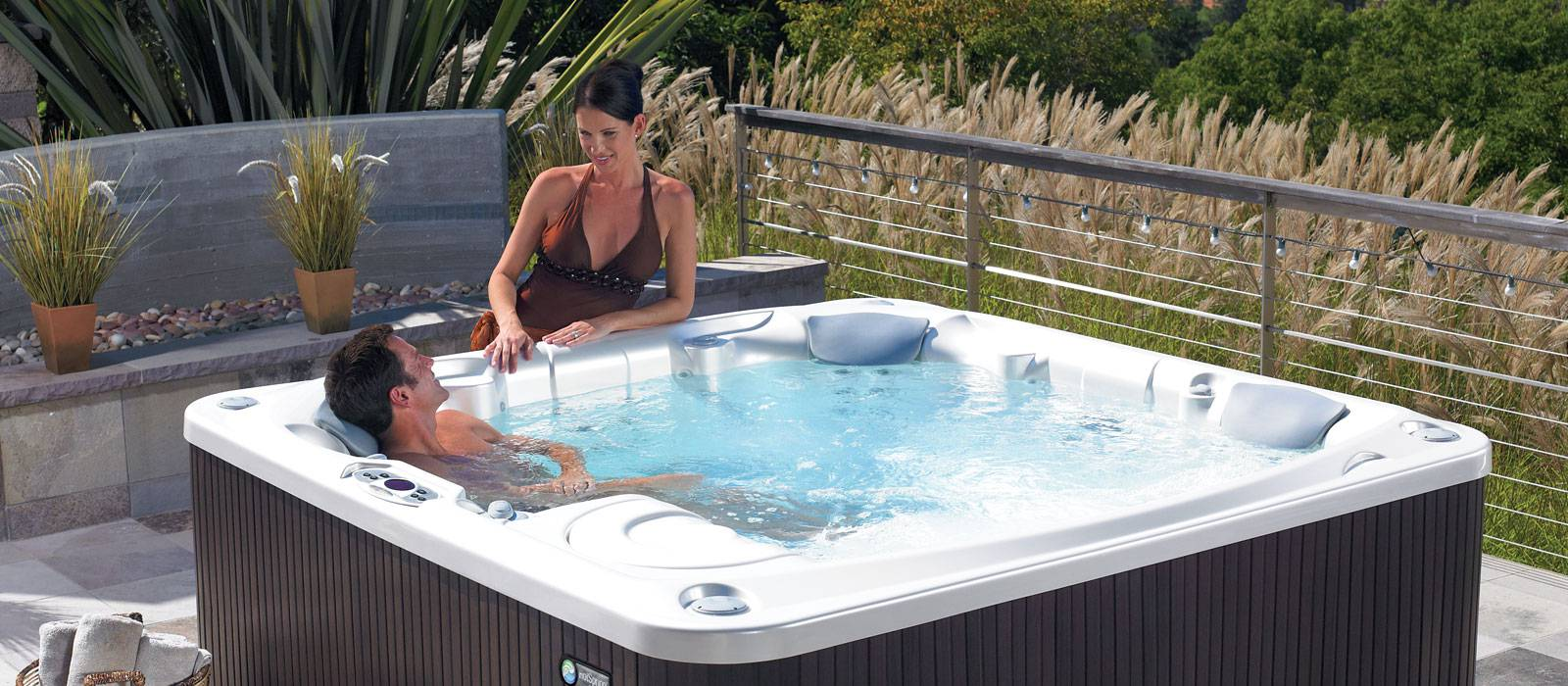 The spacious Flair hot tub seats 6 comfortably, so everyone can feel at home in the spa. Relax with 41 powerful jets, cushioned headrests and innovative features to enhance your spa experience.