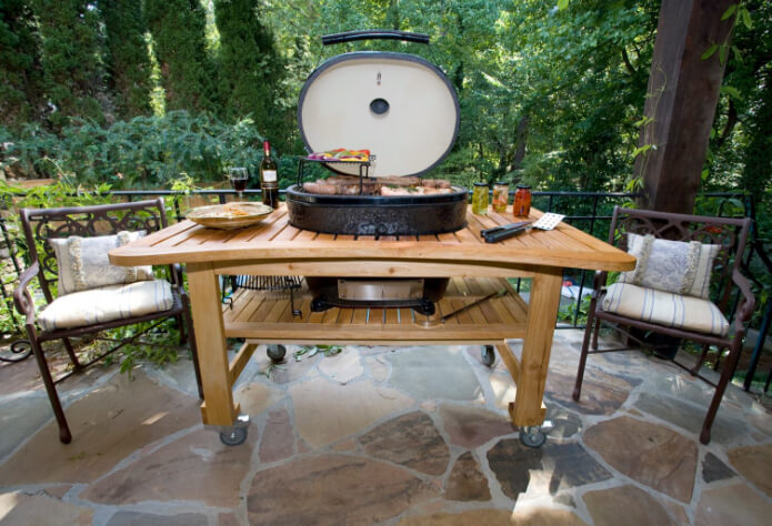 Ceramic Grill in Backyard in Metairie, LA
