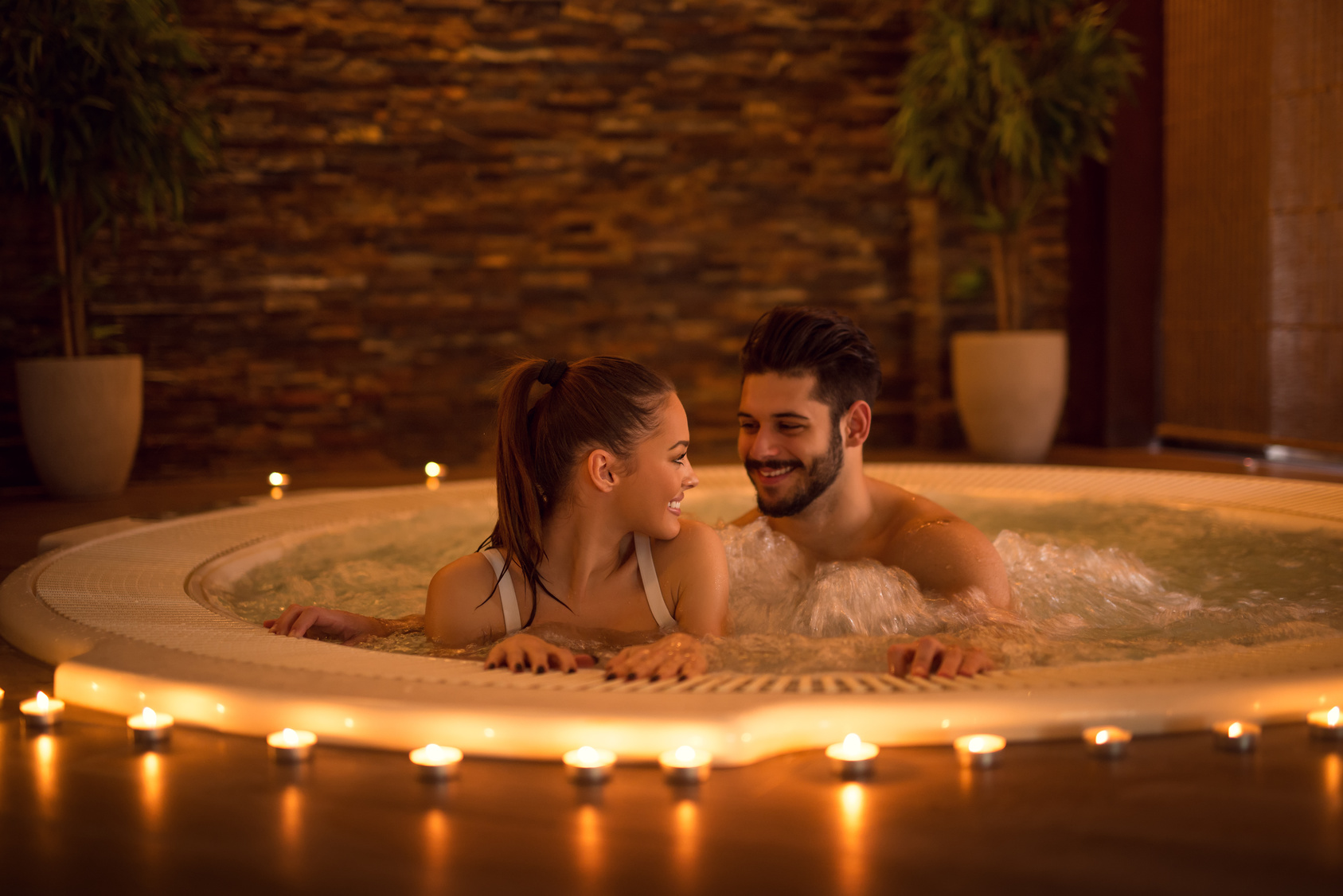 How to Plan A Romantic Spa Evening