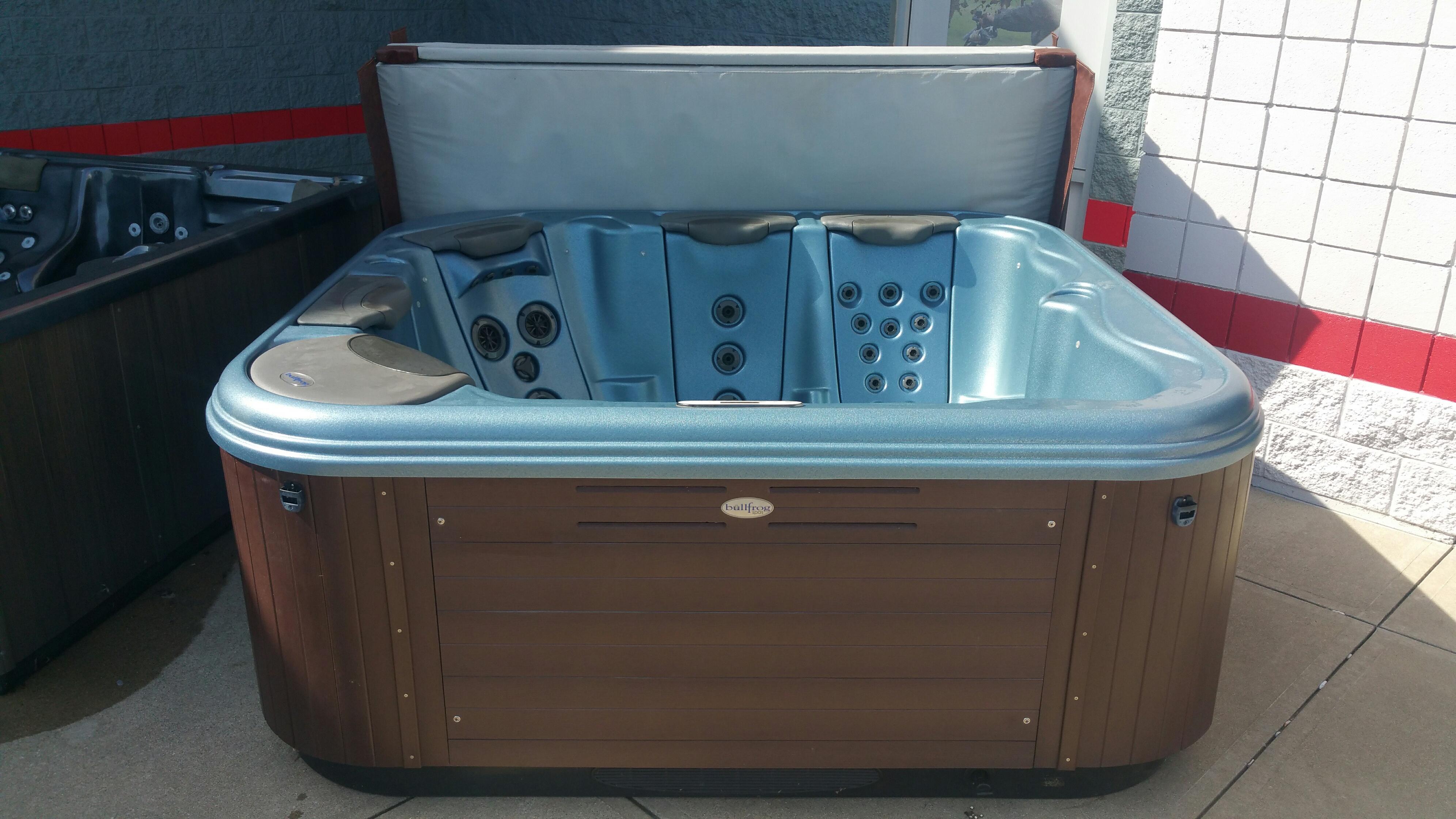 Used Hot Tubs - Backyard Leisure