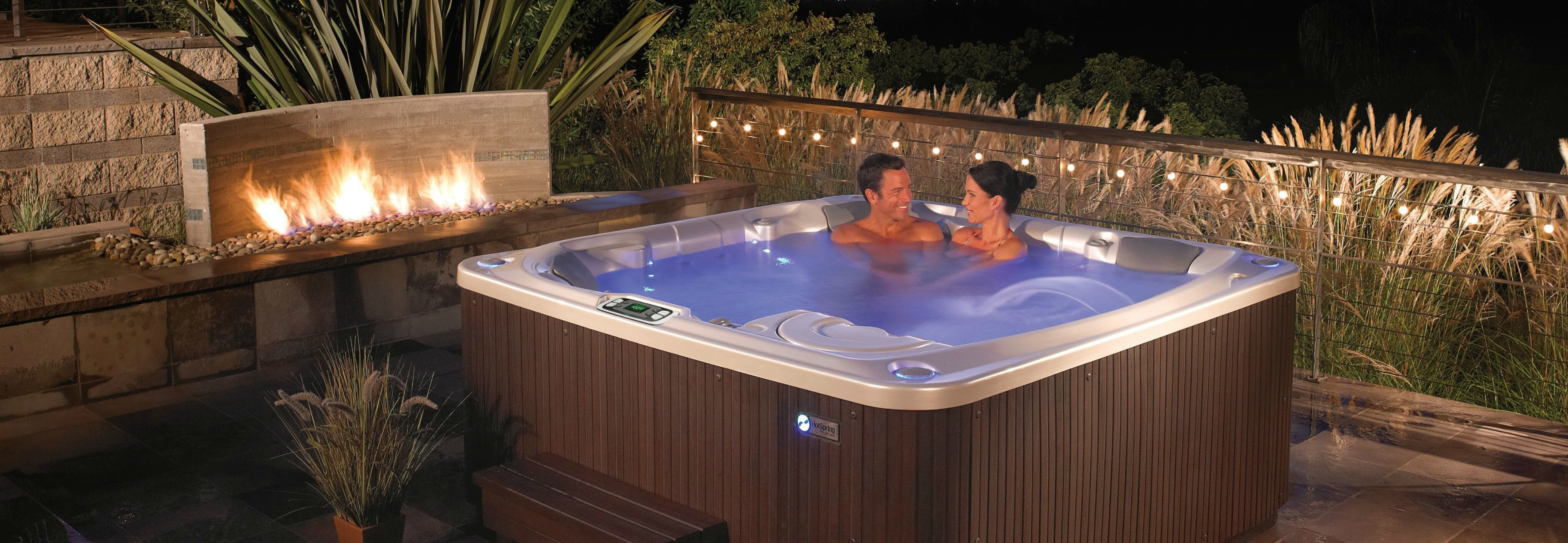 What\'s the Difference Between a Jacuzzi and a Hot Tub? - Backyard Oasis