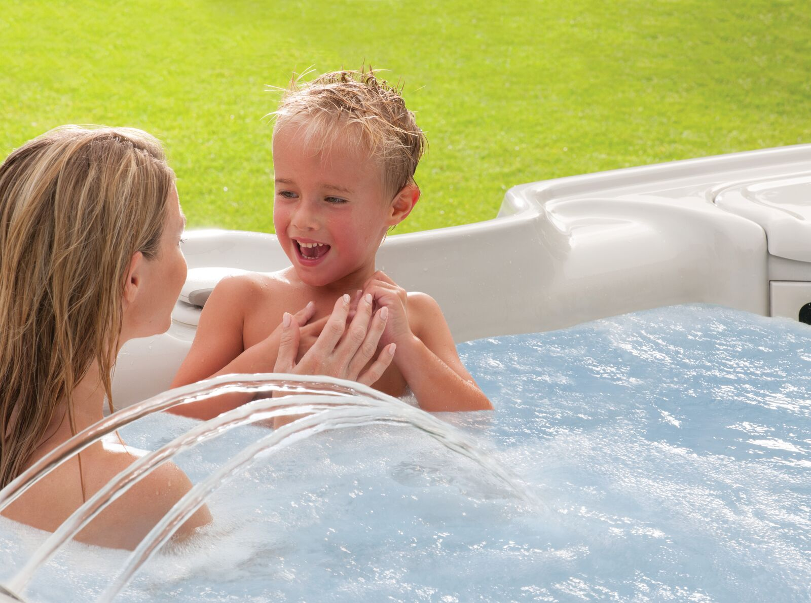 Four Great Ways to Entertain Kids in Your Hot Tub