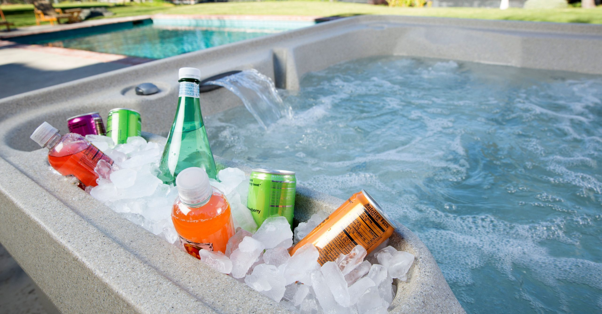 How to Stay Hydrated in a Hot Tub