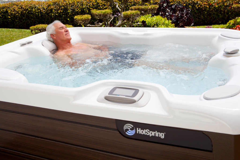 HotSpring-Highlife-2014-Jetsetter-NXT-AlpineWhite-Mocha-Lifestyle-Man-Alone-01
