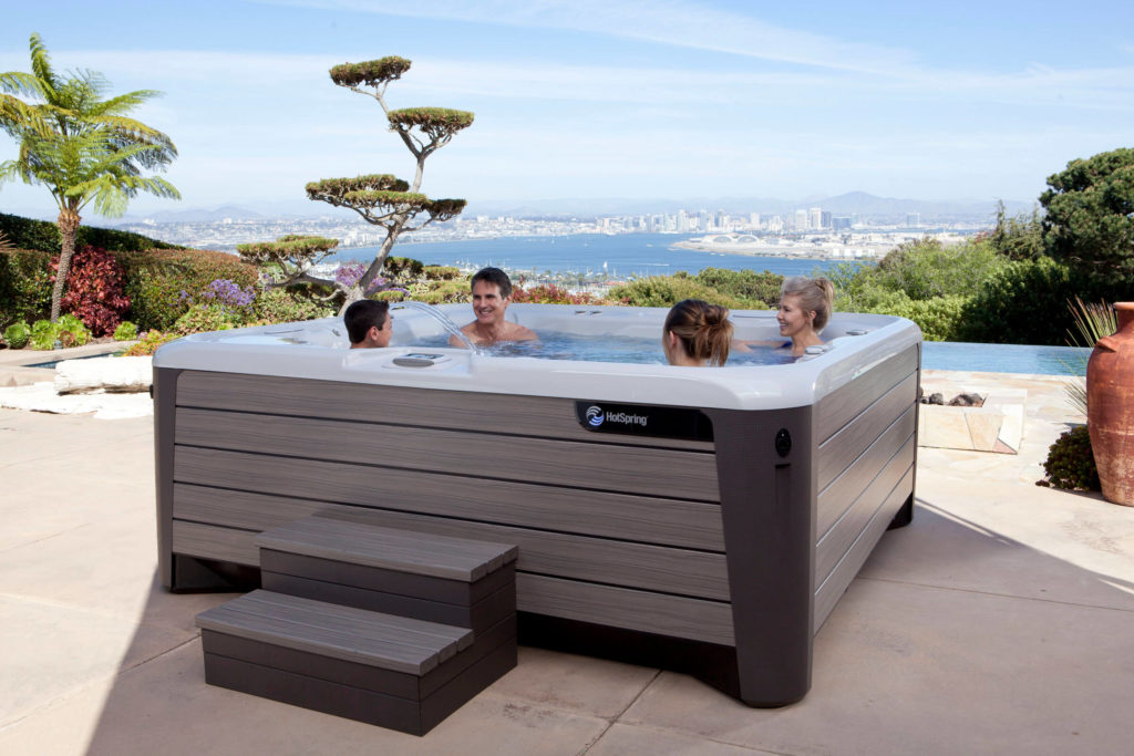 Hot Spring-Highlife-2014-Grandee-NXT-Ice Gray-Monteray Gray-Lifestyle-Family-04