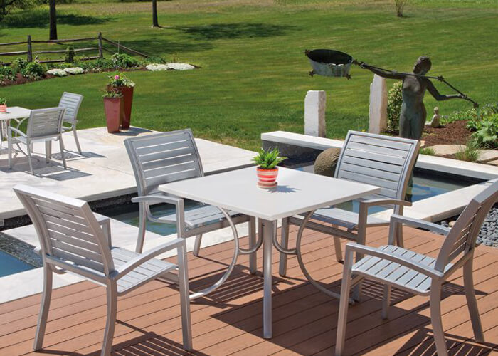 Telescope's Kendall Contract Strap table and chairs poolside