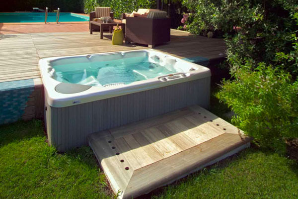 Beachcomber Hot Tubs Family Image