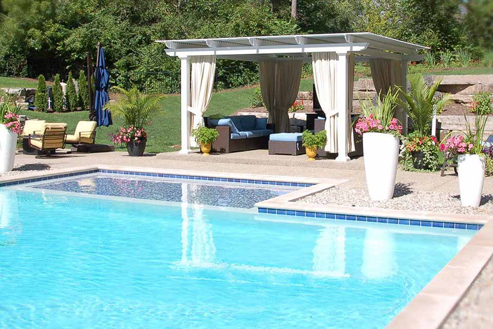 Temo Operable Pergola construction and installation poolside