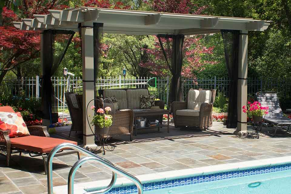 Temo Operable Pergola constructed next to pool