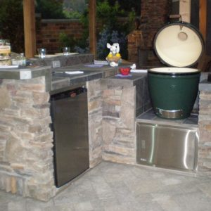 Outdoor kitchen with a Big Green Egg grill