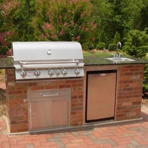 Outdoor kitchen island with a closed grill