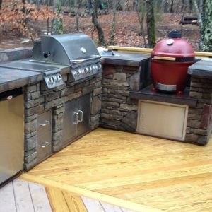 Built-in Bull Grill with a Big Green Egg grill in an outdoor kitchen