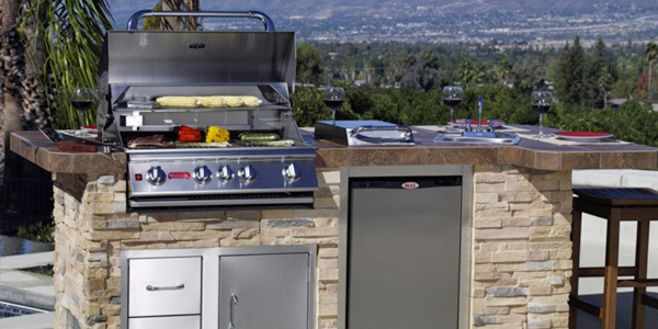 Outdoor kitchen with a Bull Grill