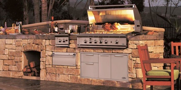 Outdoor kitchen with a DCS Grill