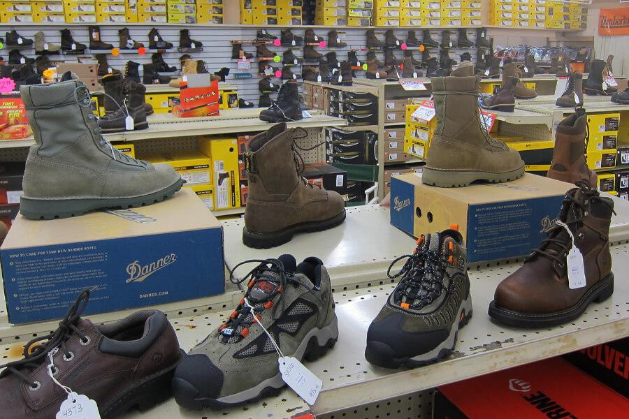 hesselsons-footwear-shelves