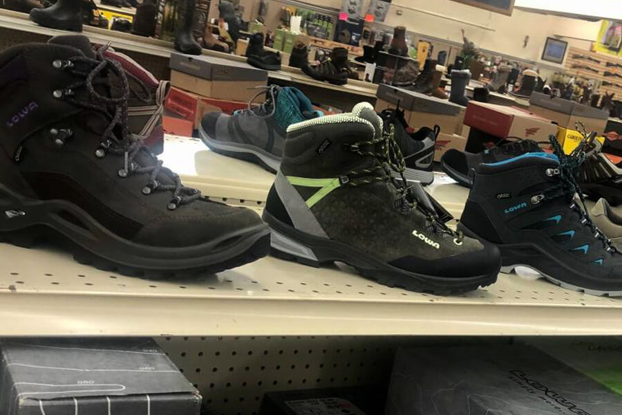 hesselsons-hiking-boots-shelves