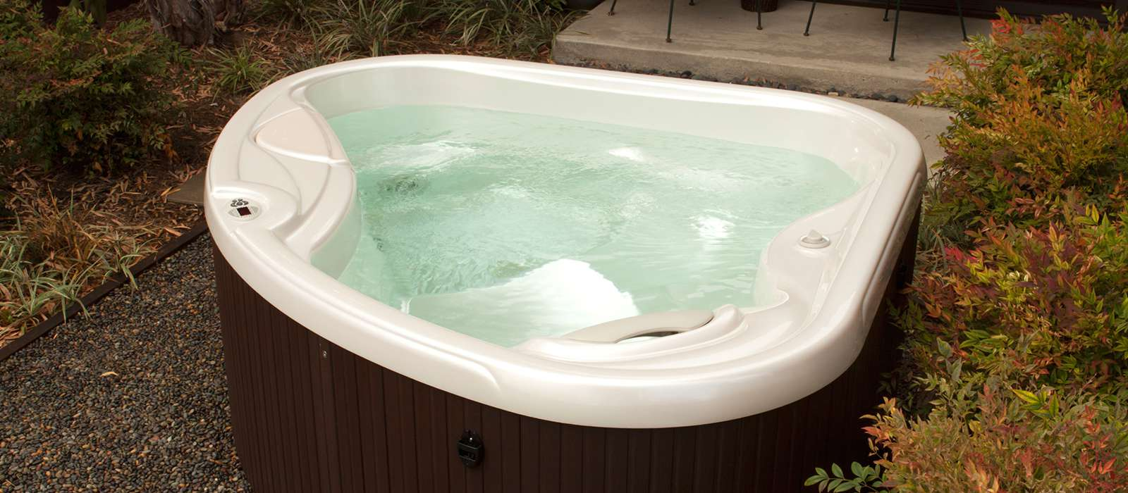 Caring for the TX hot tub is easy with the optional EverFresh® water care system. EverFresh continuously cleans the hot tub with innovative ozone technology.