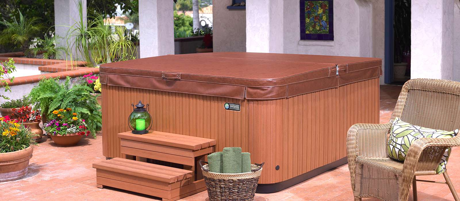 Featuring sculpted shells and Everwood® cabinets in a variety of colors, the Glow spa from Hot Spring Spas is a beautiful addition to any backyard.