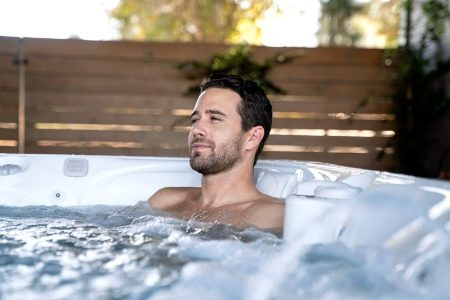 Caldera-Paradise-Reunion-2019-Arctic White-Parchment-Lifestyle-Man Alone In Spa-01_450x300