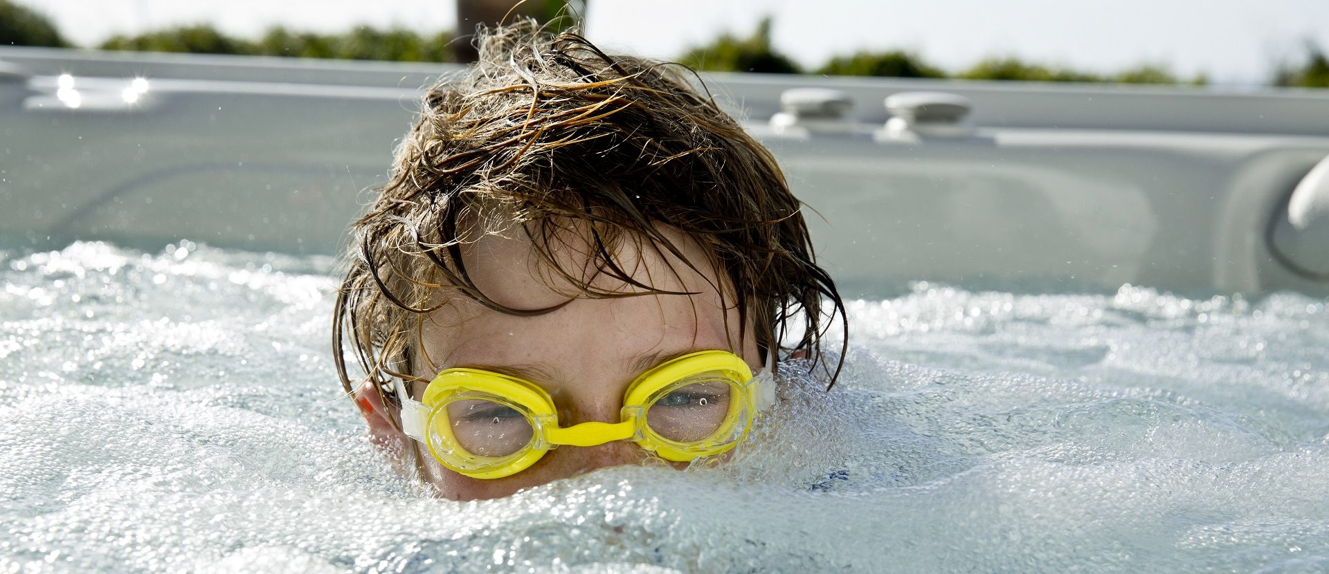 How to Entertain Children in a Hot Tub
