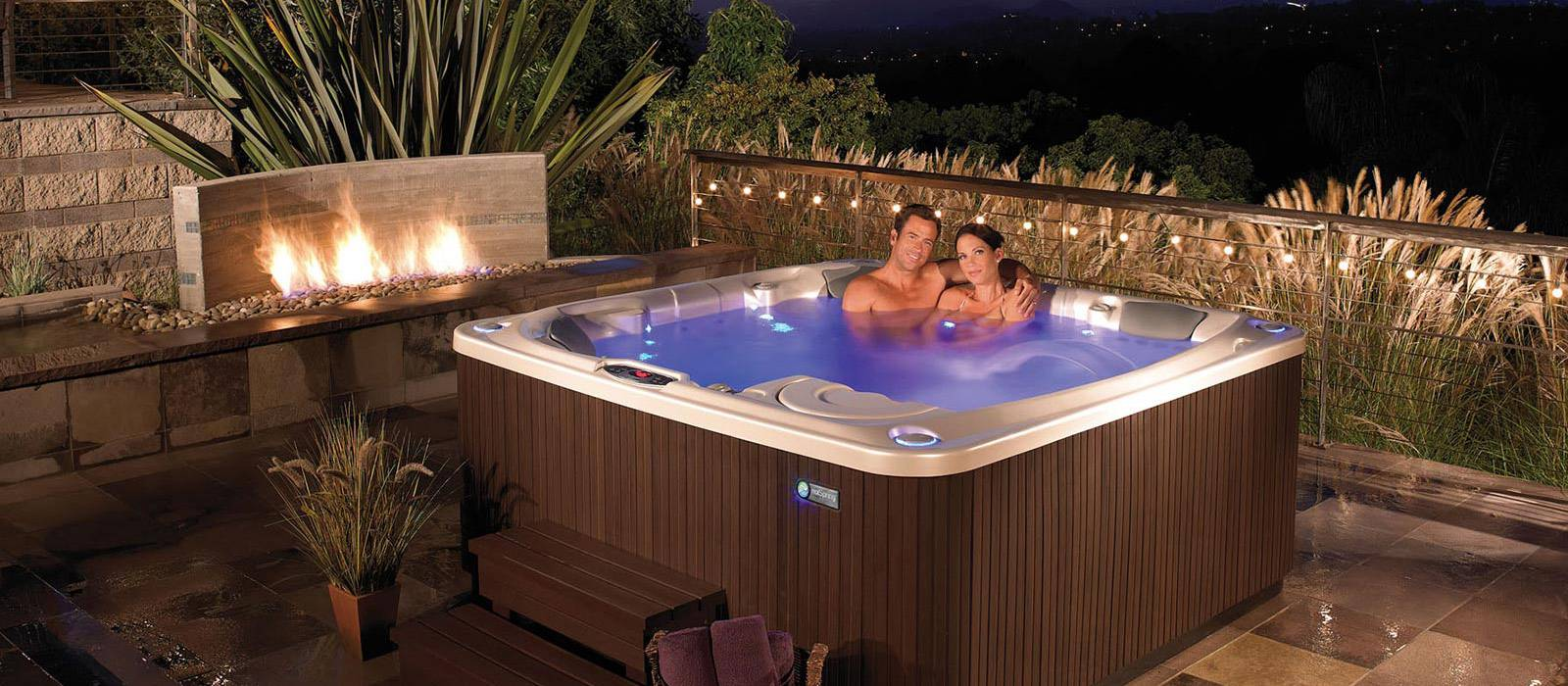 Bring luxury and style to your backyard with the elegant Flair hot tub, featuring the Raio® lighting system with 30 points of light and the tranquil Vidro® backlit waterfall.