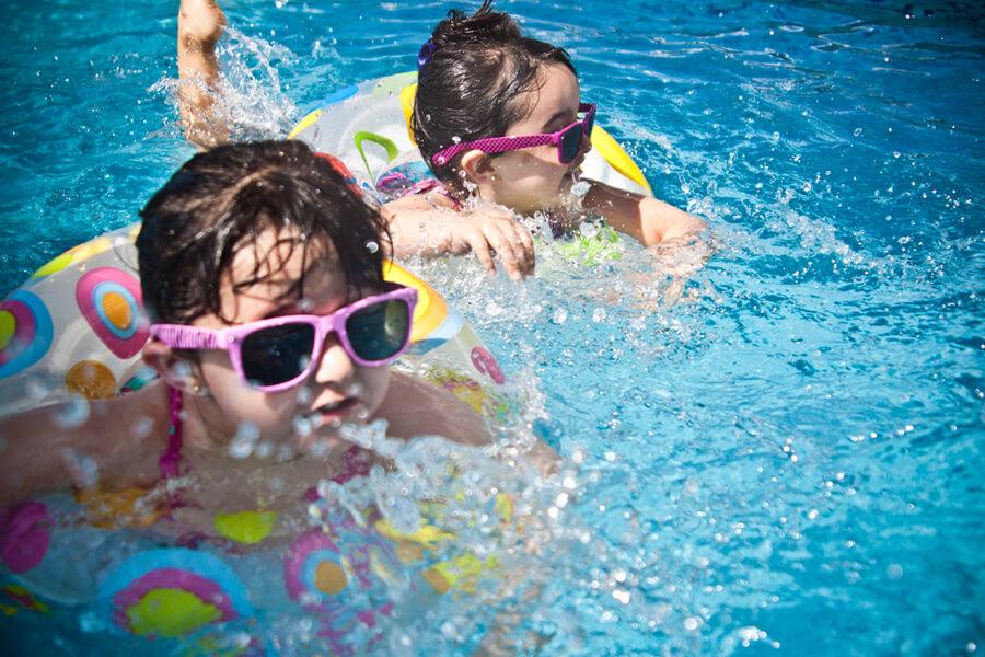 Kids In Pool, Texas