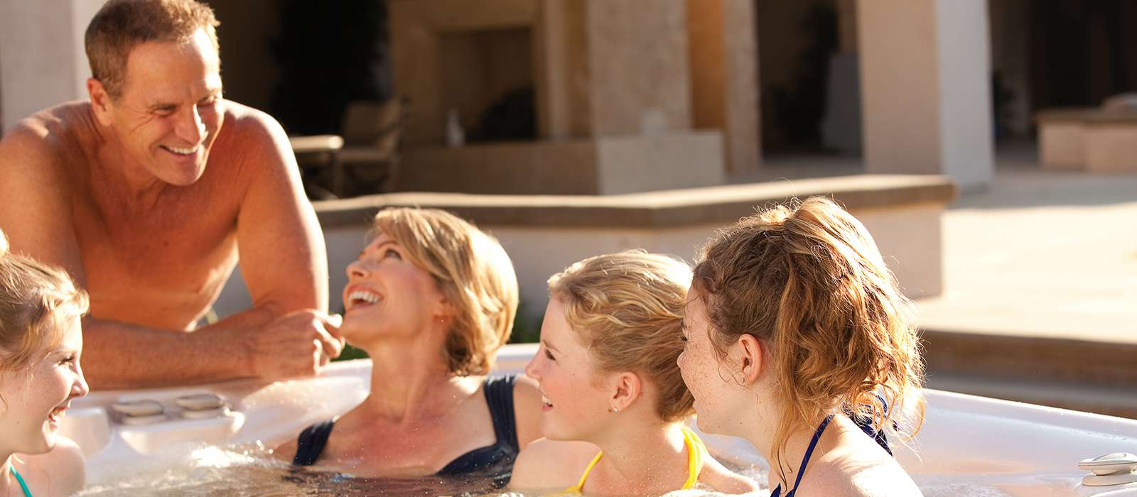 Spend quality time with the whole family in the Aria spa, with comfortable seating and jet combinations for 5 people.