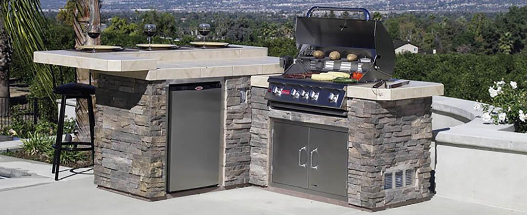 Bull Outdoor Kitchens - Hot Shots Hot Tubs & Spas