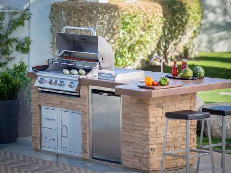 Bull Outdoor Kitchens Family Image