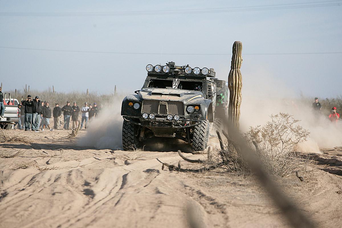 Oshkosh-LCV-en-route-in-the-Baja-1000-2