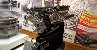 1958: Gale Sells First Racing Engine