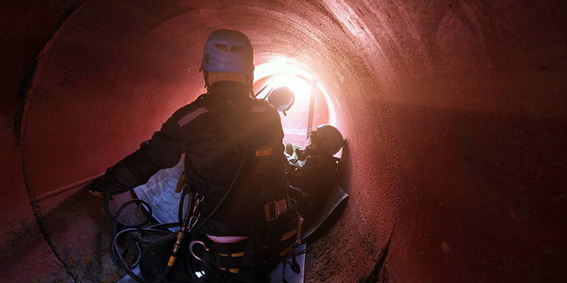 Confined space entry rescue team