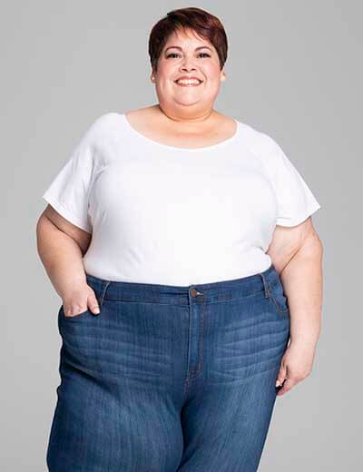 plus-size denim woman smiling in leroy jeans