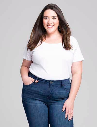 plus-size denim woman smiling in leroy skinny jeans