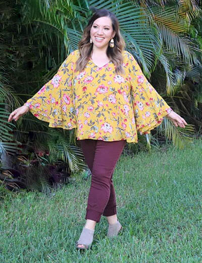 plus-size outfit photos yellow floral top trumpet sleeves burgundy skinny jeans