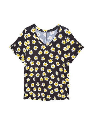 plus size tee with daisies