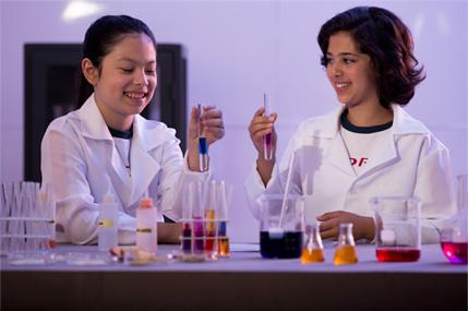 Aulas de Química em Modernos Laboratórios