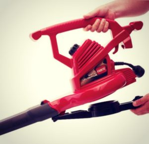 The Toro 51609 Leaf Vacuum Is Easy to Carry