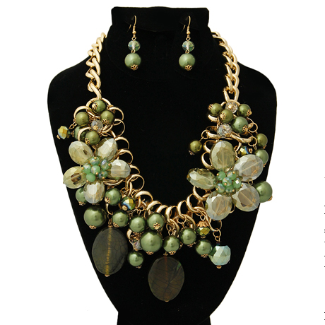 Upscale Jewelry BKN9885GREGD ( Chunky Chain Green Pearl And Bead Necklace And Earring Set )
